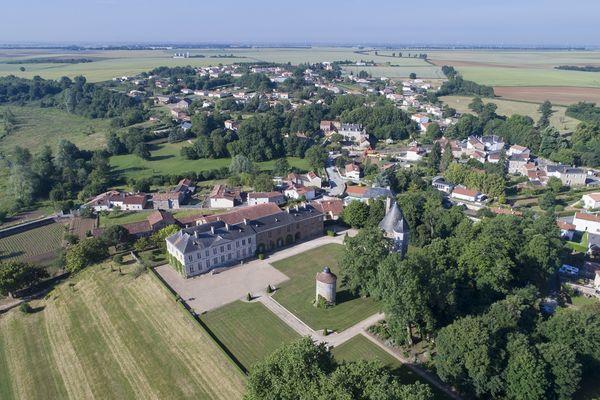 parc-du-chateau-de-l-hermenault-85570-09