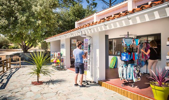 village-vacances-petit-bec-reception-boutique