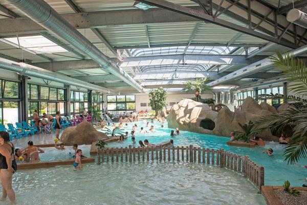 Un des plus grands parcs aquatiques couverts et chauffés de vendée - camping
