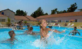 piscine_atlantiquevacances_sthilairederiez