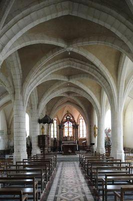 intérieur église Aouste