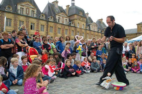 Festival des marionnettes sur la Place Ducale