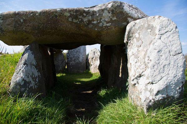 Vue-dolmen-Petit-train-touristique-Carnac-Morbihan-Bretagne-Sud