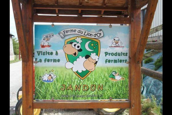 A la Ferme du Lion d'or, maison avec jardin dans les Crêtes Préardennaises, vente produits de la ferme - Jandun - Ardennes