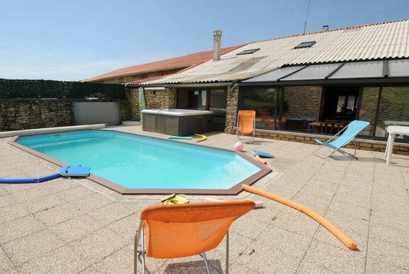 """Gîte """"Le Berceau"""", maison avec piscine, spa, balançoire, trampoline... dans un village de l'Argonne - Fossé - Ardennes"""
