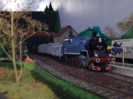 Train miniature givetois