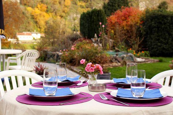 Petit déjeuner sur la terrasse, bon appétit !