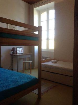 La chambre des enfants avec lit superposé