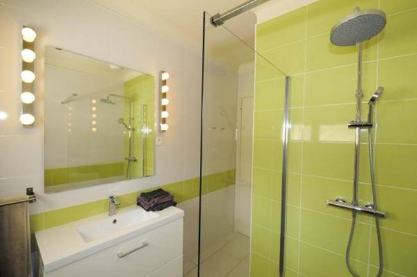 Villa moderne  sur voie verte à Sedan, chambre SDB WC en RDC, calme  espace - Glaire - Ardennes