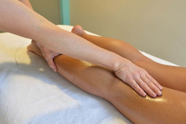 Thalazur-Carnac-massage-jambe-Morbihan-Bretagne-Sud