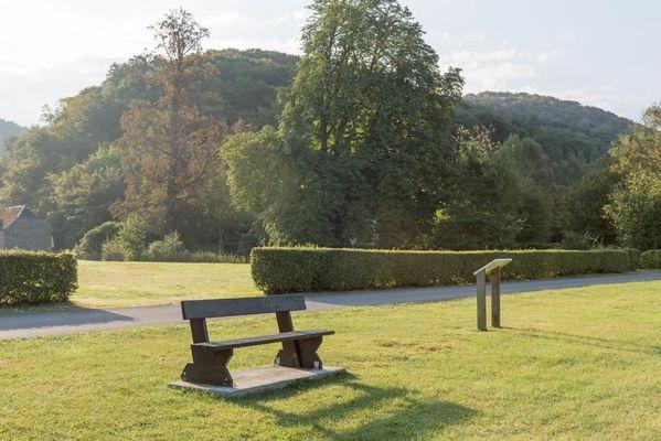 """Domaine """"Château Le Risdoux"""", Château au bord de la Meuse avec la Voie Verte, grand parc et terrain de tennis - Vireux-Wallerand - Ardennes"""