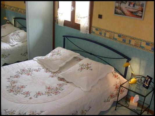 Chambres d'hôtes proche Charleville et Sedan, grande maison avec jardin. Accueil Motards. - Chalandry-Elaire - Ardennes