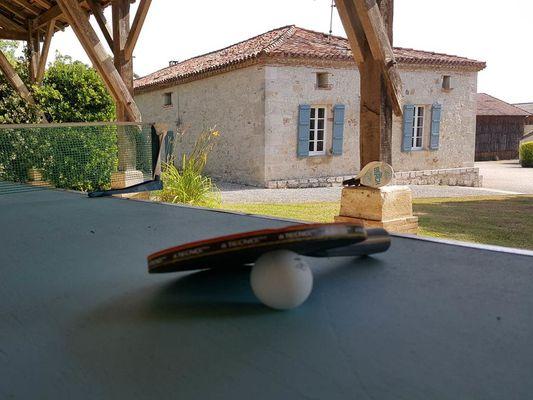 Pareil pour le ping-pong, à l'ombre et protégé du vent s'il vous plaît !