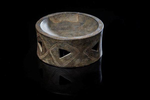 Brûle-parfum néolithique provenant de l'île d'Er Lannic (Arzon, 56) ©L. Rannou