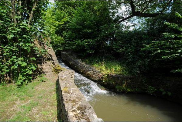 Petite maison rénovée au bord du ruisseau à 3km de Sedan et 20km de Bouillon. - Floing - Ardennes