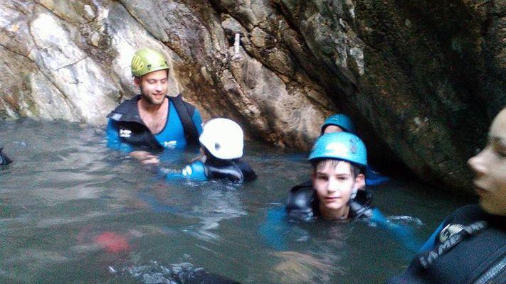 Canyon d eau chaude avec le bureau des guides outdoor activities