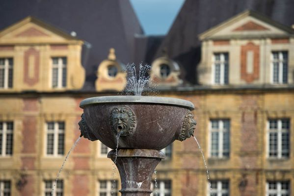 La fontaine de la Place Ducale