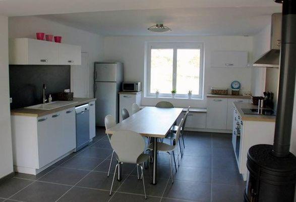 Gîte de la Héronnière : cuisine et salon 2