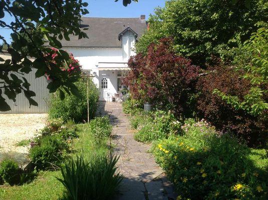 Côté jardin et parking privé