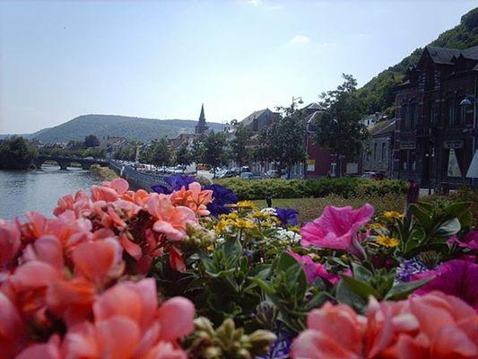 """VIREUX-MOLHAIN, ville fleurie """"2 fleurs"""""""