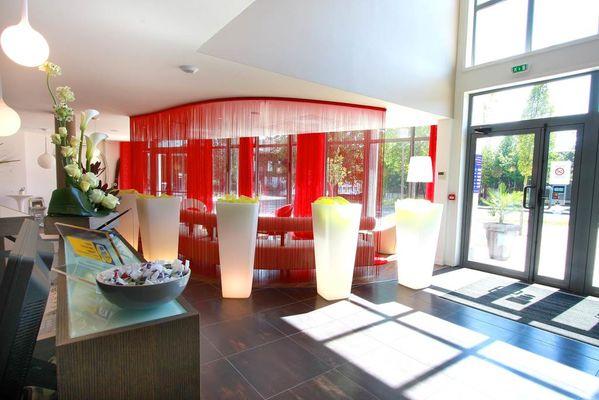 reception hotel kyriad