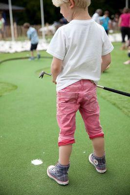 Sur le parcours du mini-golf