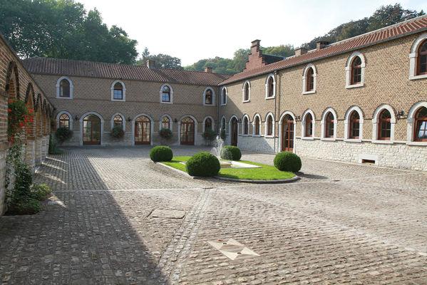 Hôtel-Ferme du Château d'Ahin - Ben-Ahin - Cour