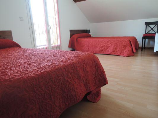 Chambre 2 Meublé Mme ATHENOUR Location Les Astiers Saint Bonnet en Champsaur