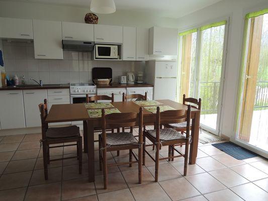 Séjour Cuisine Meublé Mme ATHENOUR Location Les Astiers Saint Bonnet en Champsaur