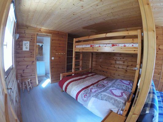 aussois-le-croe-location-meublee-gleizal-chambre-salle-de-bain