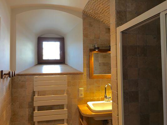 Salle d'eau gite la chapelle Meublé Mme CREVOLIN E Chabottes