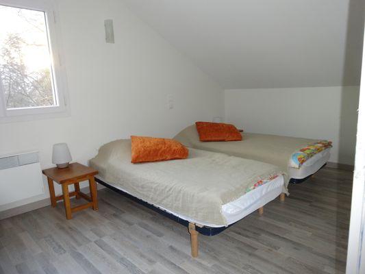 Chambre lits doubles Location Meublé PELLEGRIN Emilie Buissard