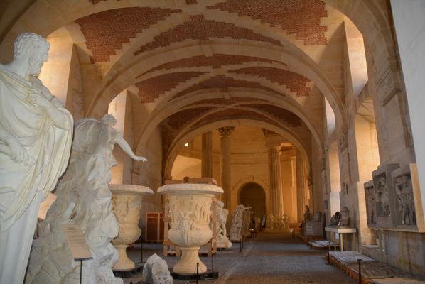 La galerie des sculptures et des moulages sculptures de versailles gypsoth que du louvre - Office du tourisme athenes ...