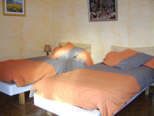 Chambre Meublé Mme JAUSSAUD Location St Laurent du Cros