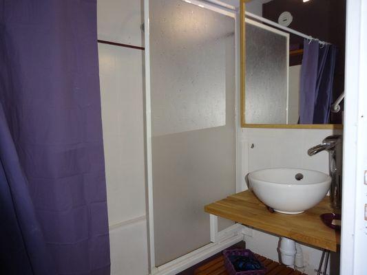 Salle de bain  Meublé Mme GIRY Ancelle