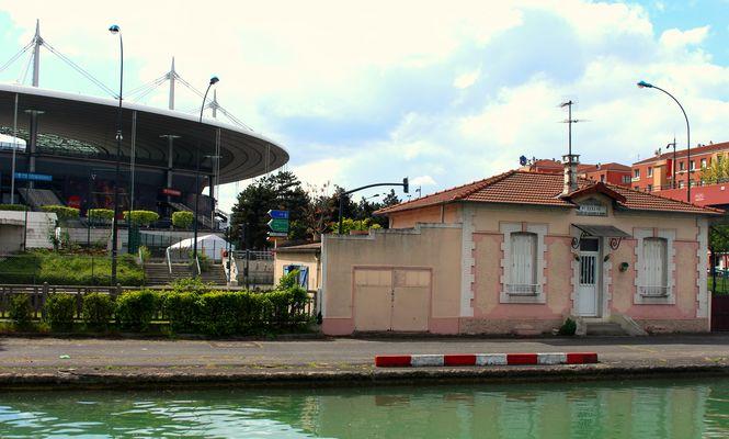 Stade de France vu du canal