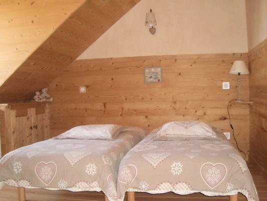 Chambre lits doubles Meublé M.  LUTTENBACHER Location Chaillol