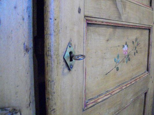 Meuble ancien, peint à la main