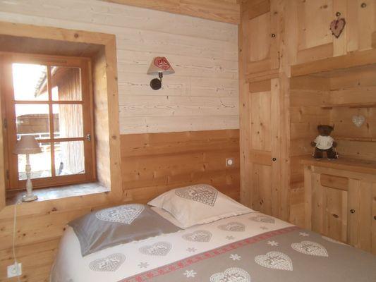 Chambre grand lit Meublé M. LUTTENBACHER Location Chaillol