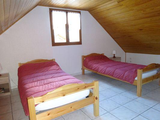 Chambre. Meublé Mme CESMAT D Location Ancelle