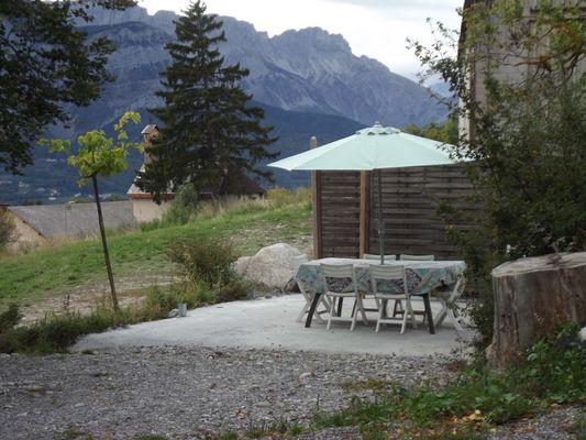 Terrasse Meublé Allosia location St Julien