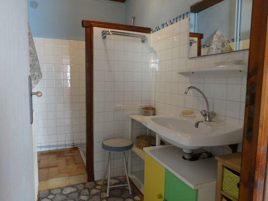 Salle d'eau Meublé Mme BEGUIN H Champoléon