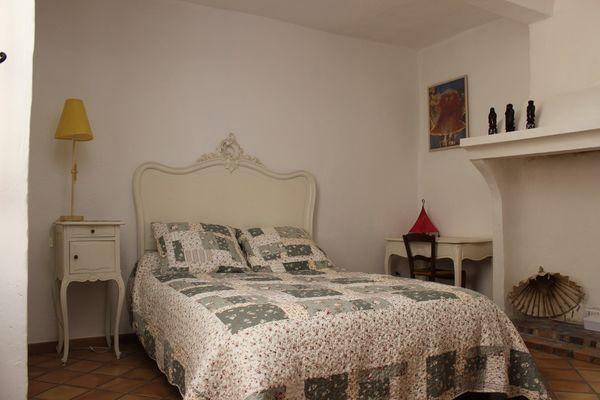 Chambre avec chemineée