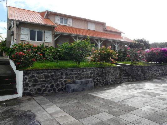 Meubl s la case saint joseph le de la r union tourisme for Location meuble ile de la reunion