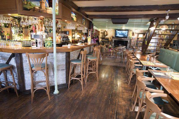 champagne 52 villiers sur suize auberge de  la fontaine restaurant bar 2.