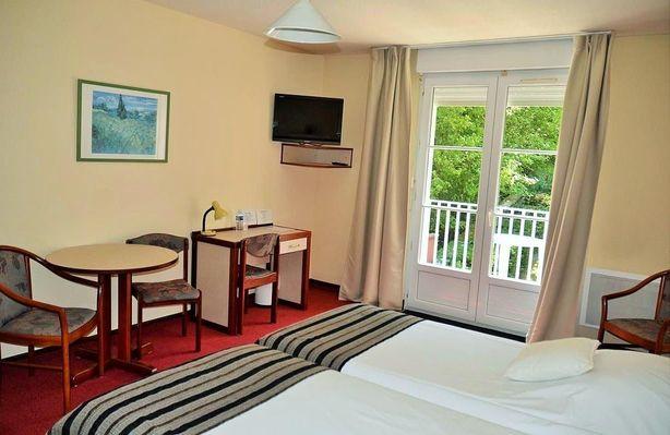 champagne 52 bourbonne les bains hotel orfeuil chambre cote  jardin.
