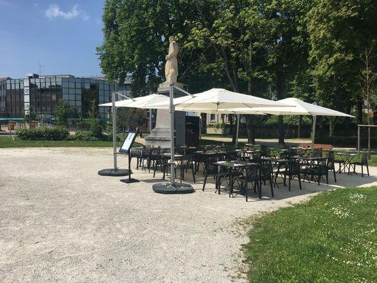 champagne 52 chaumont hotel des remparts terrasse exterieur.