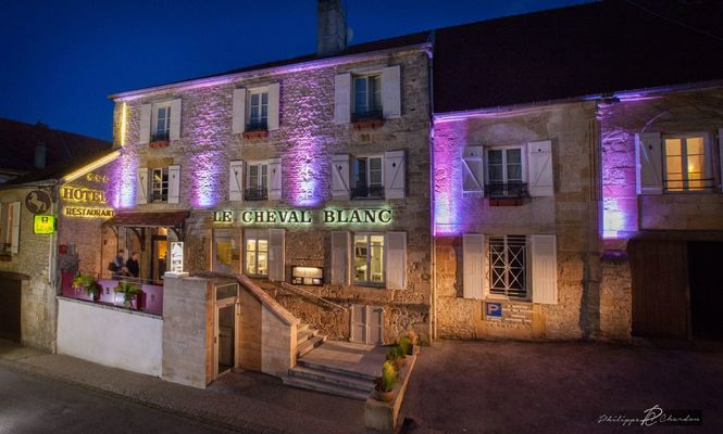 champagne 52 langres hotel cheval blanc facade 173.