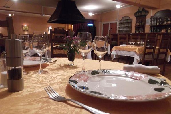 champagne 52 langres saints geosmes jumhotel auberge 3 jumeaux restaurant 2.