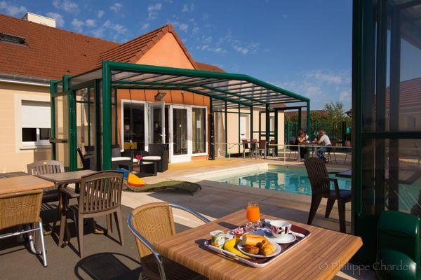 champagne 52 langres saints geosmes jumhotel petit dejeuner piscine 1.